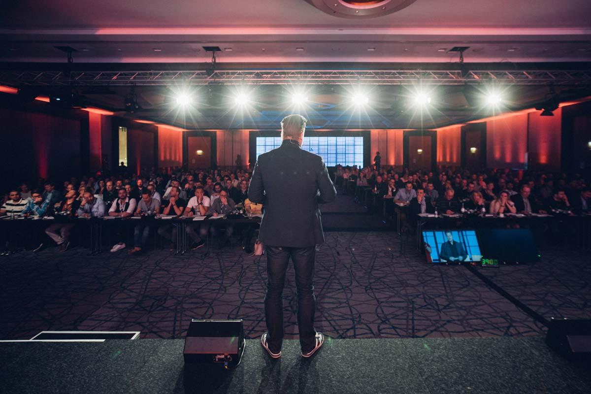 AF Tax Coaching: 100K Real Estate Youtuber Alex Fischer diventa Tax Coach?! Esperienze e valutazione