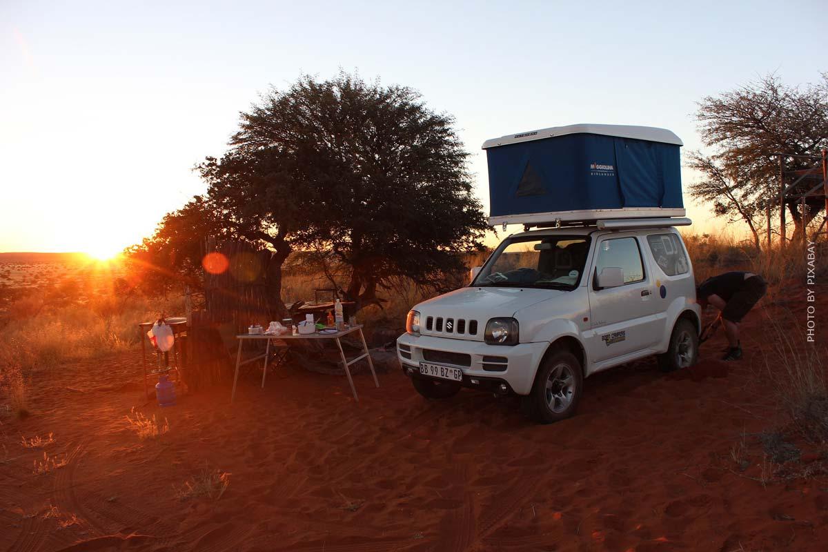 Tenda da tetto & vanlife! Vacanze in campeggio in auto: avventura, famiglie, tendenze di viaggio