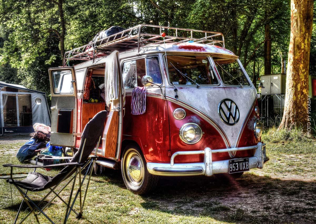 Storie di vita in furgone: vantaggi, esperienze, ampliamento fai da te a basso costo e finanziamento di un tour in furgone